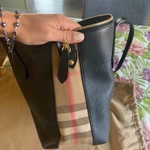Authentic Burberry Welburn Tote Derby